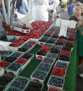 The Magnolia Center Marketplace, Riverside's first nighttime farmers' market in more than 10 years, celebrated its grand opening on May 20. (photo courtesy Kathi Foster)